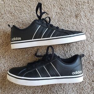 🌿Adidas Black Sneakers Size 7.5🌿
